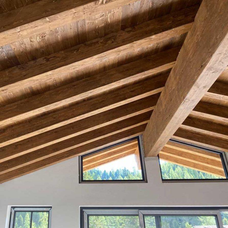 Altholz Dachstuhl und Blick ins Grüne